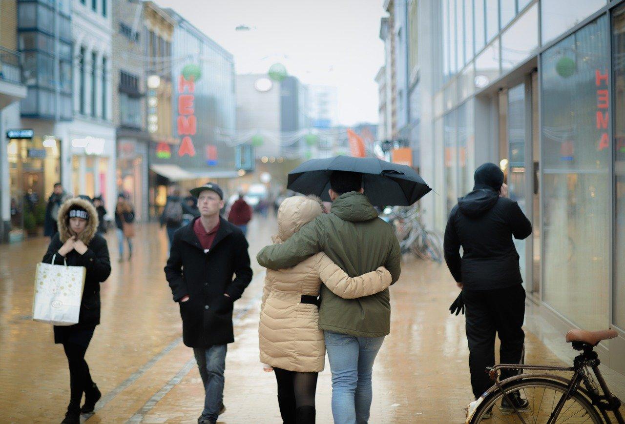 【2021年梅雨】雨のデートなにする?カップルの王道から穴場スポット11選【コロナ・マンボウ対策】