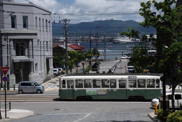 【日本全国】路面電車が通る観光地10選!間違いやすい交通ルールも紹介【追い越し?安全地帯?】